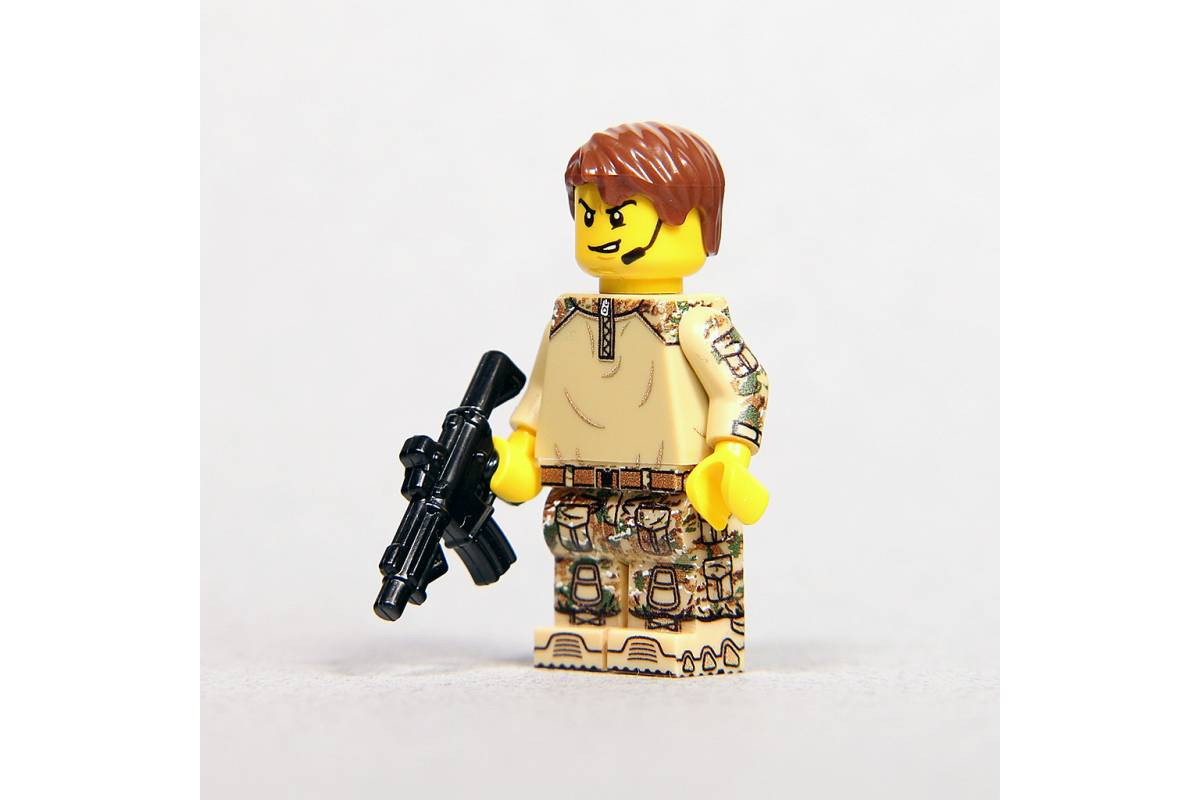 Lego military minifigure in Multicam (yellow)